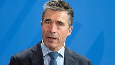 NATO-Generalsekretär Anders Fogh Rasmussen spricht im Kanzleramt während einer gemeinsamen Pressekonferenz mit Bundeskanzlerin Merkel.