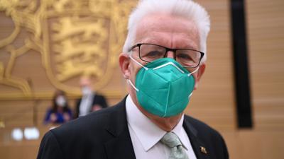 Der Grünen-Politiker Winfried Kretschmann ist zum dritten Mal zum baden-württembergischen Ministerpräsidenten gewählt worden.