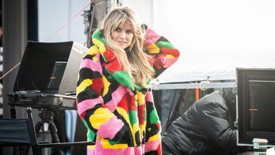 """Das ehemalige Model und Moderatorin Heidi Klum steht bei den Dreharbeiten für eine neue Staffel """"Germany's next Topmodel"""" am Set am Hotel Adlon."""