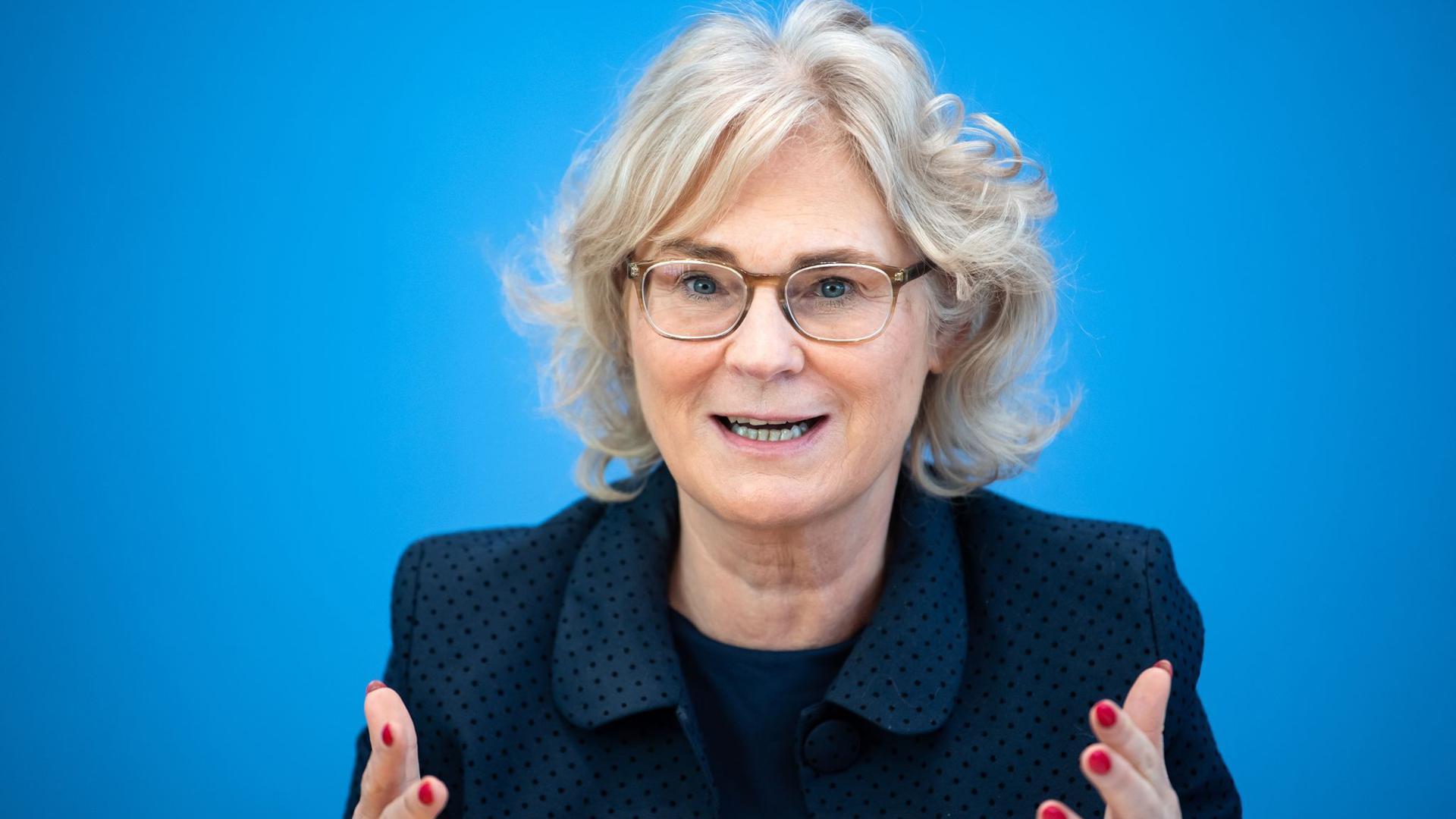"""Bundesjustizministerin Christine Lambrecht:  """"Mit unserem Gesetz muss künftig ab vier Vorstandsmitgliedern mindestens eine Frau am Tisch sitzen."""""""
