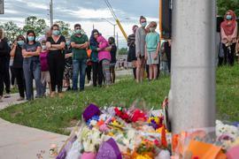 Menschen in London (Ontario) trauern am Ort des Angriffs um die verstorbenenen Menschen aus ihrer Gemeinde.