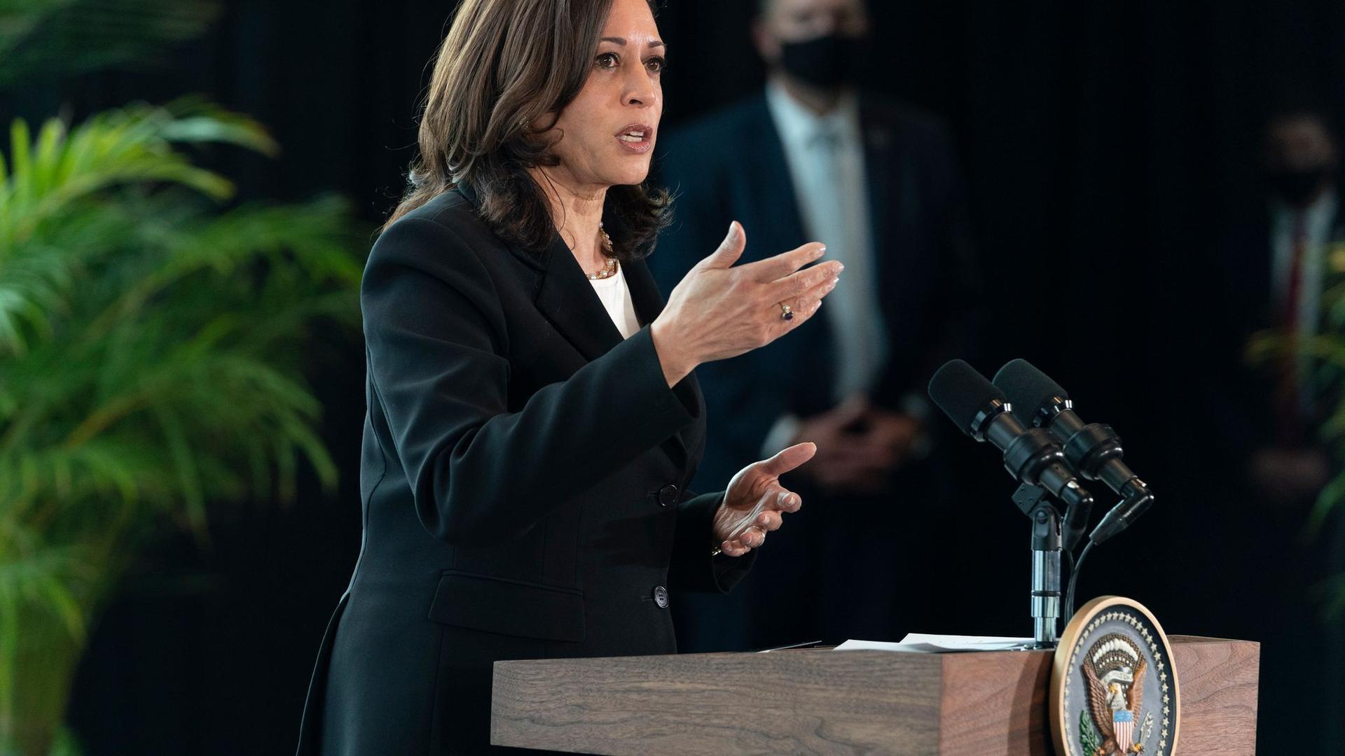 Kamala Harris, Vizepräsidentin der USA, spricht zu den Medien. Bei der ersten Auslandsreise von Kamala Harris als US-Vizepräsidentin haben in Mexiko die beiden Nachbarländer eine engere Zusammenarbeit unter anderem beim Thema Migration vereinbart.