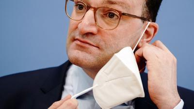 """Bundesgesundheitsminister Spahn: """"In einem ersten Schritt kann die Maskenpflicht draußen grundsätzlich entfallen""""."""