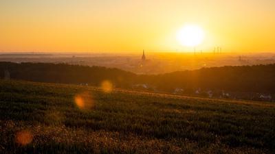 Sonnenaufgang bei Hildesheim in Niedersachsen.