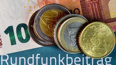 Die Zahl der für den Beitrag angemeldeten Haushalte in Deutschland sank 2020 den Angaben zufolge um 0,5 Prozent auf rund 39,7 Millionen. Sie machen die Masse der Beitragskonten aus.
