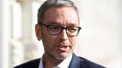 Herbert Kickl im Rahmen eines FPÖ-Präsidiums in der Bundesgeschäftsstelle. ÖsterreichsRechte stellt heute wichtige Weichen.