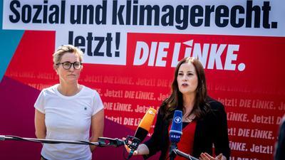 Die Linken-Vorsitzenden Susanne Hennig-Wellsow (l) und Janine Wissler. Wissler ist zusammen mit Dietmar Bartsch auch Spitzenkandidatin für die Bundestagswahl.