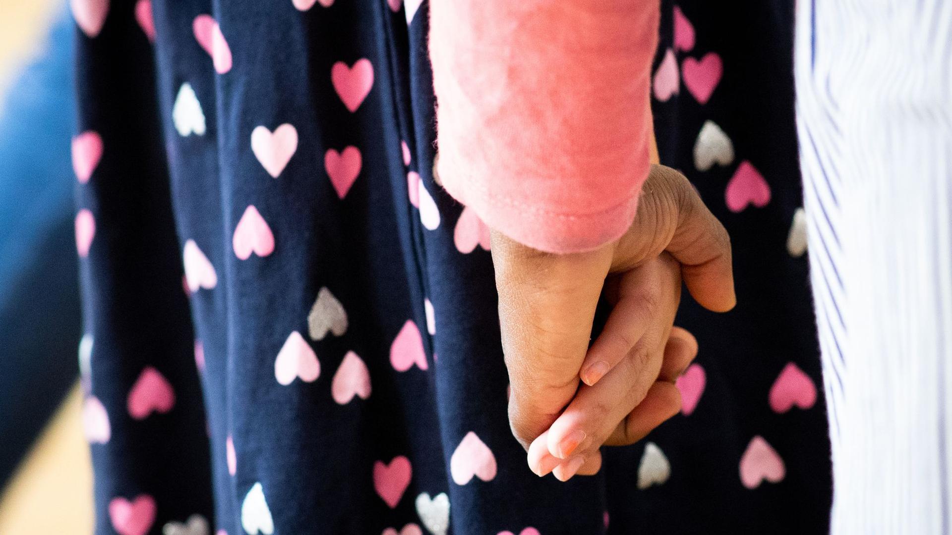 Am häufigsten wurden Kinder und Jugendliche 2020 wegen der Überforderung eines oder beider Elternteile in Obhut genommen.
