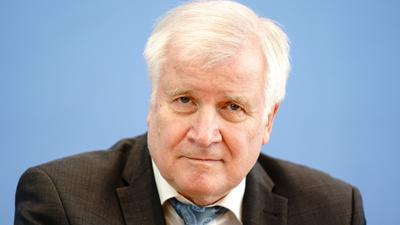 Bundesinnenminister Horst Seehofer kritisiert die UEFA.