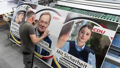"""""""Wir sind (...) nicht die Garnitur für Wahlprogramme"""": Die Gewerkschaft der Polizei wehrt sich gegen Wahlplakate der CDU, die eine als Polizistin verkleidete Frau zeigen."""