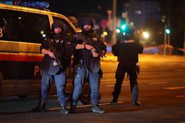 Einsatzkräfte der Polizei nach dem Terroranschlag in der Wiener Innenstadt.