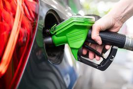Wenn die Klimaschutzziele der EU-Kommission umgesetzt werden, könnte Tanken teurer werden.