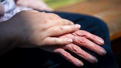 Im Jahr 2020 verzeichnete die Altenpflege einen Rückgang an Beschäftigten.