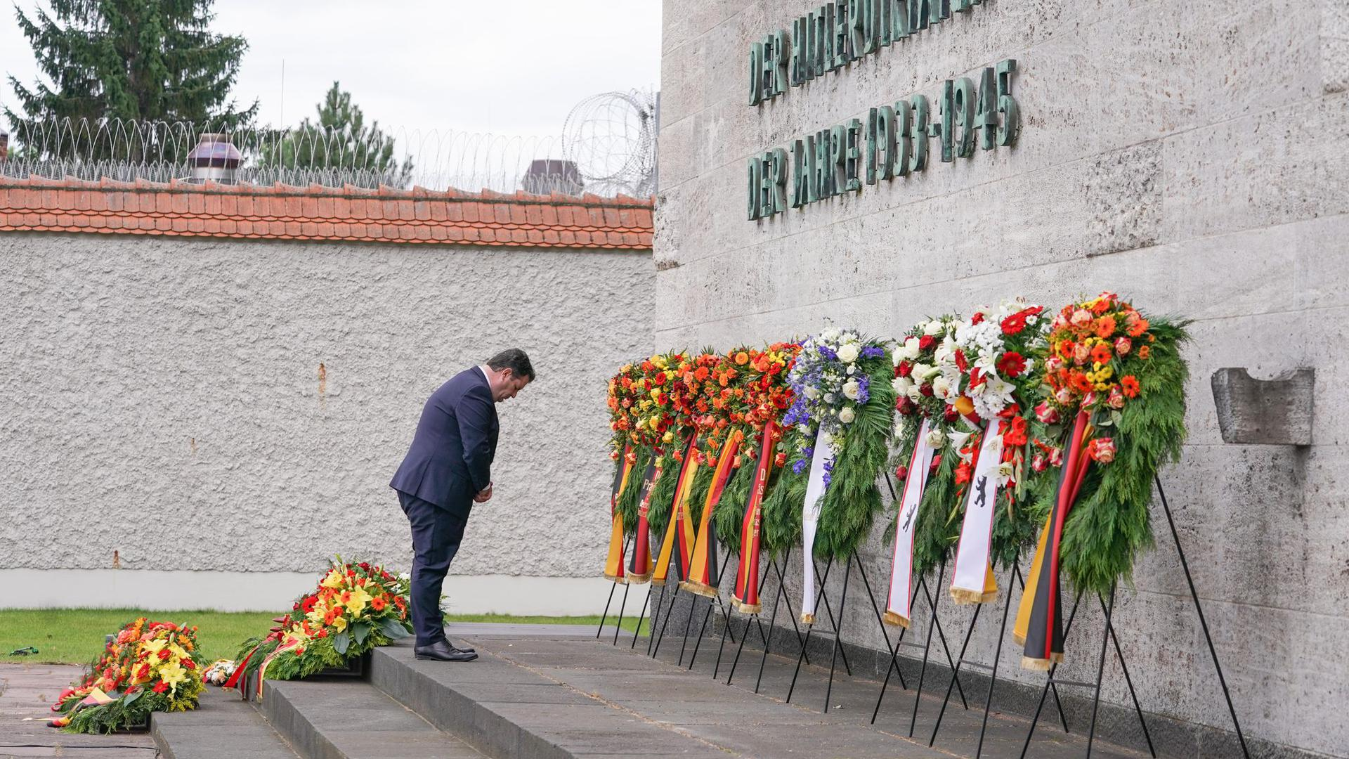 Bundesarbeitsminister Hubertus Heil gedenkt der Ermordeten des Widerstands gegen die nationalsozialistische Gewaltherrschaft in der Gedenkstätte Plötzensee.