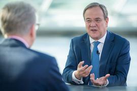 CDU-Chef Armin Laschet verteidigt das Verhalten der Thüringer CDU-Abgeordneten.