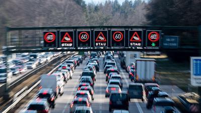 Der ADAC erwartet überall in Deutschland Staus auf den Autobahnen.