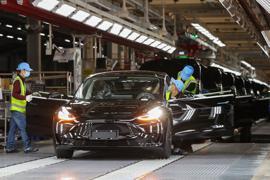 Blick in die Tesla Giga-Fabrik in Shanghai.   Der US-Elektroautobauer Tesla hat ein weiteres Quartal mit Rekordergebnissen geschafft.