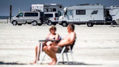 Camper am Strand von St. Peter-Ording.