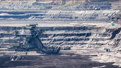 """Ein Eimerkettenbagger im Tagebau Vereinigtes Schleenhain (Symbolbild). Laut Germanwatch wird die Erde ab dem 29. Juli übernutzt - """"wir nehmen ihr Ressourcen, die sie in diesem Jahr nicht mehr regenerieren kann""""."""