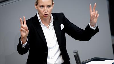 Alice Weidel, Fraktionsvorsitzende der AfD, spricht im Bundestag zu den Abgeordneten.
