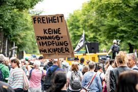 Demonstranten nahmen in Berlin trotz Verbots an Demos gegen die Corona-Maßnahmen teil.