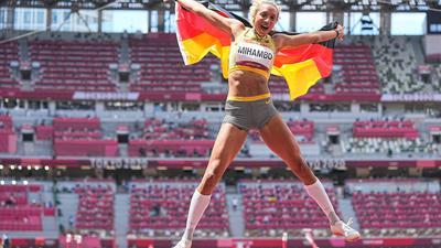 Malaika Mihambo jubelt über ihr Olympia-Gold im Weitsprung.