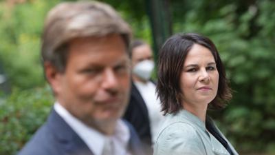 """Annalena Baerbock und Robert Habeck stellen das """"Klimaschutz-Sofortprogramm"""" ihrer Partei vor."""