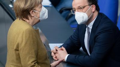 Bundeskanzlerin Merkel im März zusammen mit Gesundheitsminister Spahn im Bundestag.