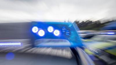 In Niedersachsen ist der Polizei ein betrunkener Autofahrer ins Netz gegangen - ganz freiwillig. (Symbolbild)