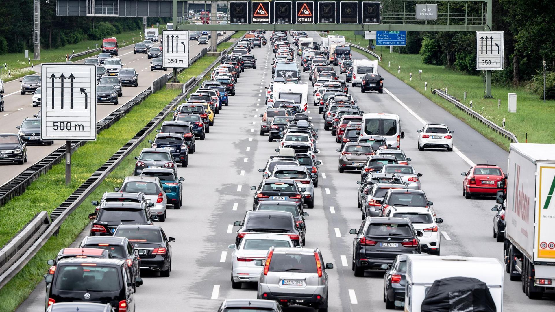 Sie soll über Staus, Unfälle und Umleitungen informieren - doch im Google Play Store bekommt die neue Autobahn-App nur durchschnittlich 2,2 von 5 Punkten.