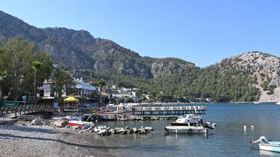 Der kleine Hafen des Touristenorts Marmaris in der Provinz Mugla. Einwohner des Ortes haben erst kürzlich tagelang gegen die Flammen in den umliegenden Bergen gekämpft, um den Ort zu schützen.