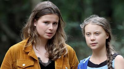 Die Klimaschutzaktivistinnen Luisa Neubauer (l.) und Greta Thunberg im Jahr 2019 zusammen im Hambacher Forst.
