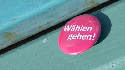 """Ein Anstecker mit der Aufschrift """"Wählen gehen!"""""""