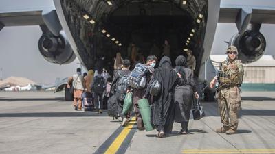 Das US-Militär hat für den Evakuierungseinsatz derzeit rund 5800 Soldaten am Flughafen in Kabul.