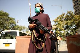 Weitere Menschen wurden aus Afghanistan gerettet, um der Herrschaft der Taliban zu entgehen.