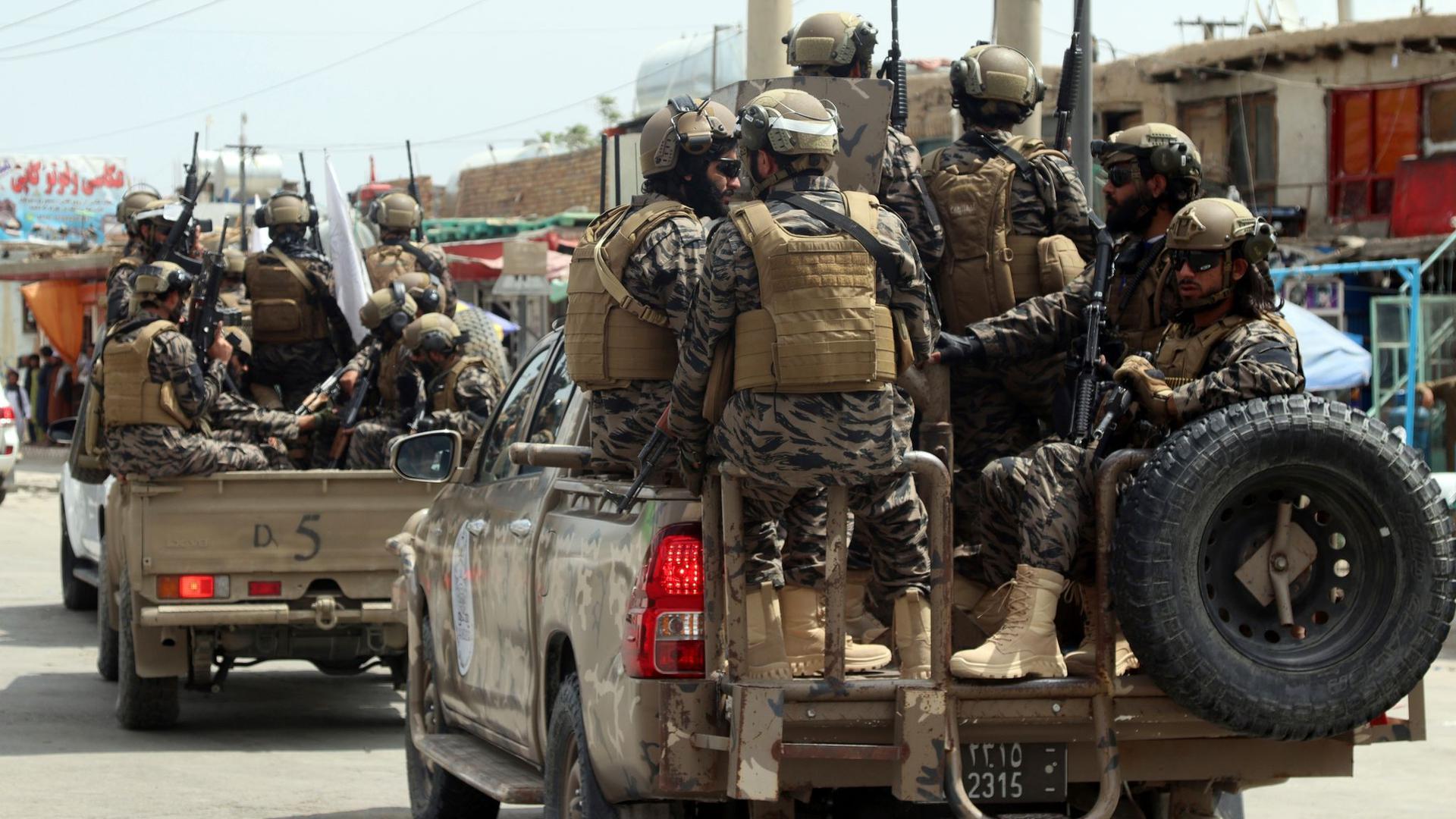 Kämpfer der Spezialeinheit der Taliban treffen nach dem Abzug der US-Truppen auf dem Flughafen Kabul ein.