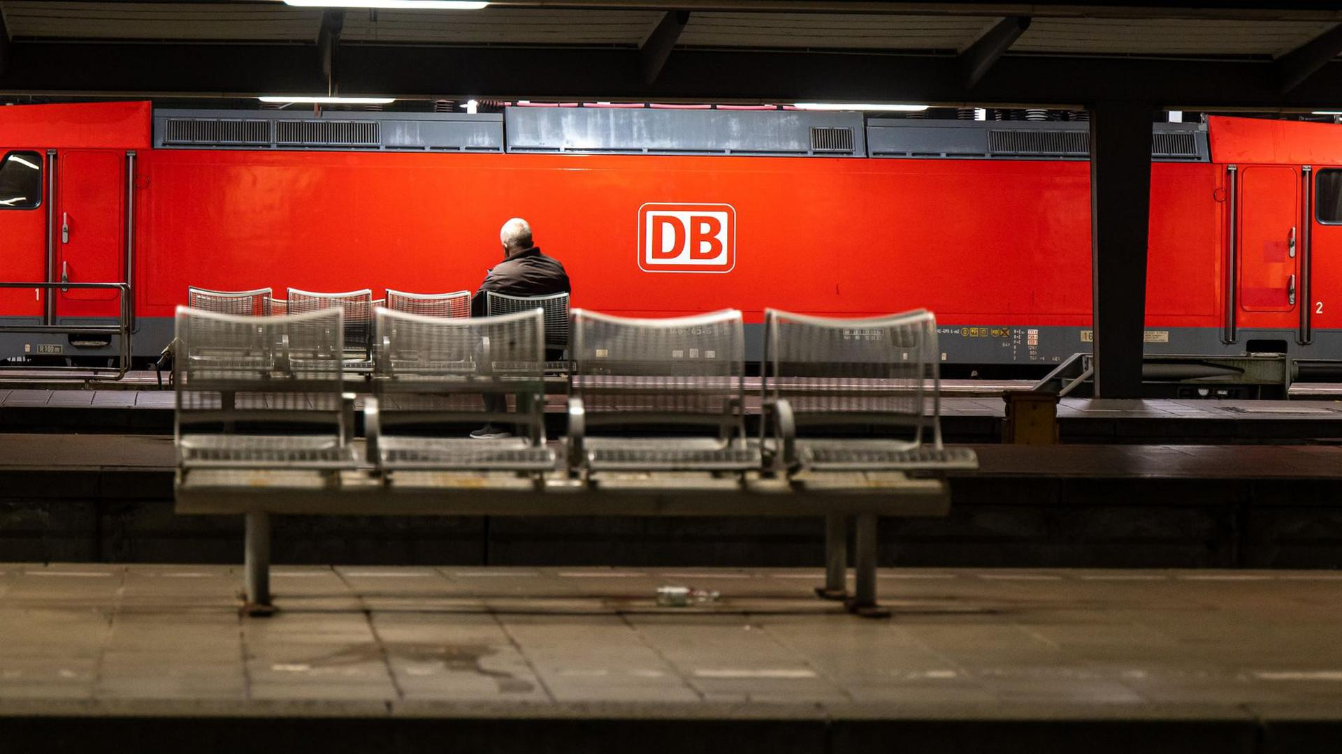 Auf Grund eines Streiks der Gewerkschaft der Lokführer (GDL) fallen Züge aus.