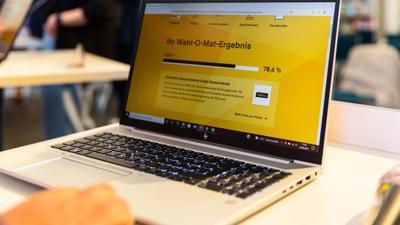 Auf einem Computerbildschirm ist ein Ergebnis einer Abfrage des Wahl-O-Mat für die Bundestagswahl 2021 dargestellt.