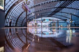 Ein Bahnsteig am Berliner Hauptbahnhof ist während des GDL-Streiks weitgehend leer. (Archivbild)