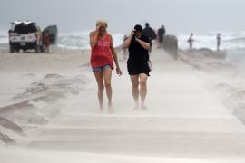 Hurrikan Nicholas bringt heftigen Wind und starken Regen an die texanische Golfküste.