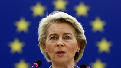Ursula von der Leyen, Präsidentin der Europäischen Kommission, während einer Plenarsitzung im Europäischen Parlament.