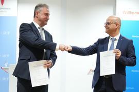 Einig: GDL-Chef Claus Weselsky (l) und Bahn-Personalvorstand Martin Seiler.