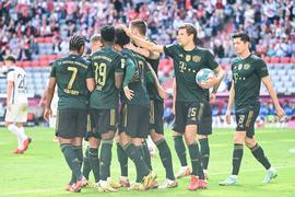 Bayerns Leroy Sane (M) eröffnete gegen den VfL Bochum den Torreigen und traf zur 1:0-Führung.