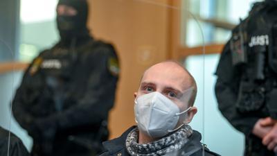 Stephan B. beim Prozess in Magdeburg im vergangenen Jahr, bei dem er zu lebenslanger Haft verurteilt wurde.