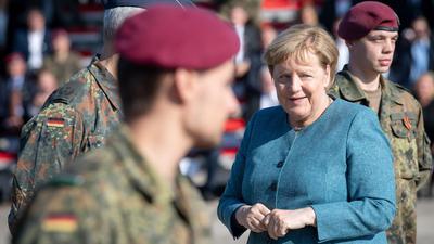 Bundeskanzlerin Angela Merkel beim Truppenbesuch in Seedorf.