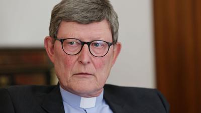 Kardinal Rainer Maria Woelki, Erzbischof von Köln, bleibt im Amt. Diese Entscheidung von Papst Franziskus verlautete am Freitag aus Kirchenkreisen.