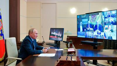 Wladimir Putin führt per Videokonferenz ein Gespräch mit Spitzenpolitikern aller in der neuen Staatsduma vertretenen Parteien.