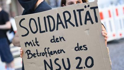 """Die """"NSU 2.0""""-Drohschreiben waren unter anderem an Politiker und eine Anwältin verschickt worden."""