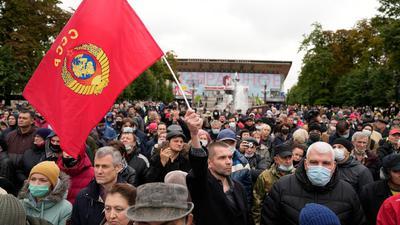 Protest gegen die Ergebnisse der Parlamentswahl in der vergangenen Woche in Moskau.