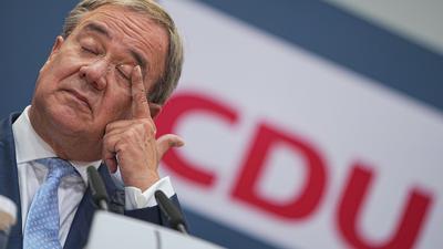 CDU-Kanzlerkandidat Armin Laschet gibt eine Pressekonferenz nach den Gremiensitzungen der Partei nach der Bundestagswahl.